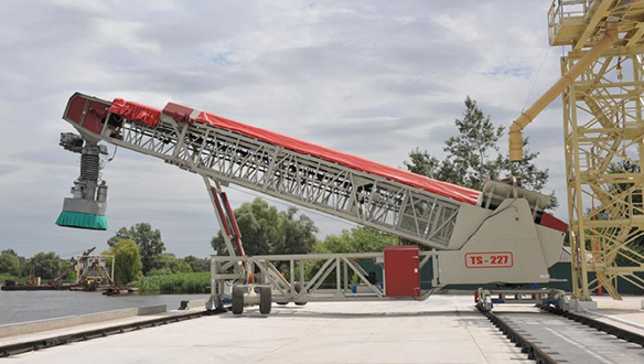 rail-mounted-parallel-travel-fed-from-overhead-conveyor-1