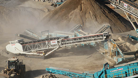 ts-624-tracked-telescopic-working-with-powerscreen-spread