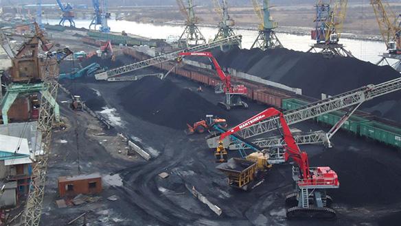 2-x-ts-850-radial-telescopic-conveyors-stockpiling-coal-in-stockyard
