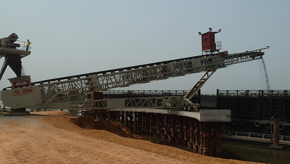 ts-1550-shiploading-iron-ore