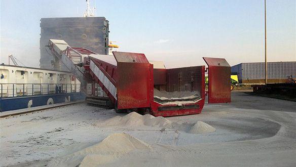 mobile-truck-unloader-loading-gypsum-to-vessel-from-trucks