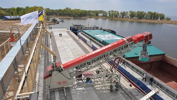 rail-mounted-parallel-travel-fed-from-overhead-conveyor