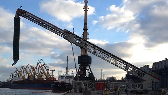ts-rail-mounted-shiploader-in-operation-11