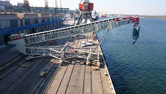 ts-rail-mounted-shiploader-in-operation-12