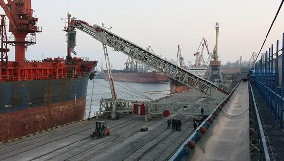ts-rail-mounted-shiploader-in-operation-4