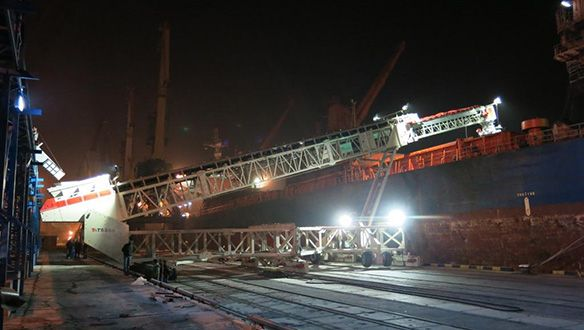 ts-rail-mounted-shiploader-in-operation-5