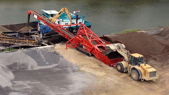 tu-521r-truck-unloader-bargeloading1